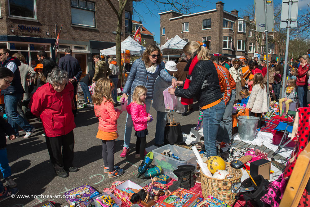 Vrijmarkt Koningsdag winkelgebied Van Hoytemastraat